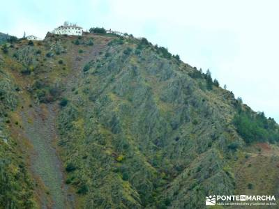 Atazar a Patones; Senda Genaro GR-300; botas de montaña;pueblos con encanto